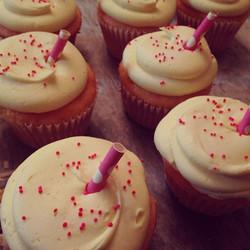 Pink lemonade cupcakes #sweetchef #cupcakes #pink #yellow #lemonade #pinklemonade #lemon #polkadotst