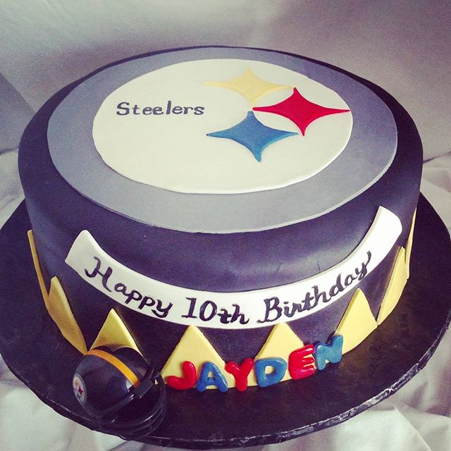 #sweetchef #sweetchefpastry #yellowcake #vanillabuttercream #fondant #steelers #nfl #football #10thb