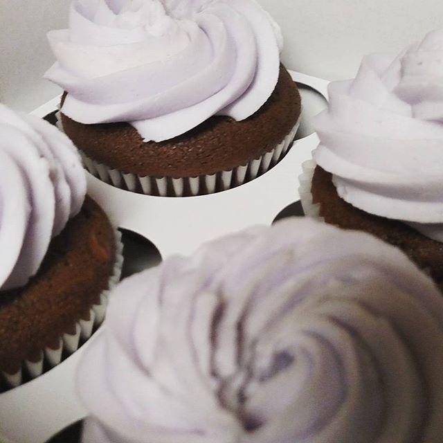 #sweetchefpastry #sweetchef #chocolatecupcakes #vanillabuttercream #lilac_