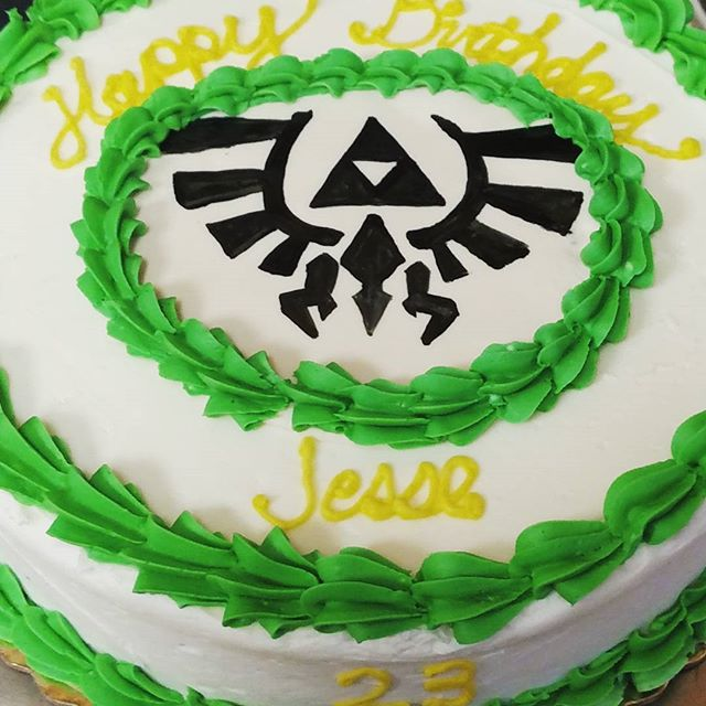#sweetchefpastries #birthdaycake #zelda #thelegendofzelda #green #gold #triforce #chocolatecake #van