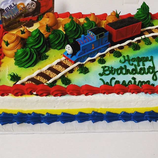 Instagram - #sweetchefpastries #birthday #vanillacake #vanillabuttercream #airbrush #cakedeco #thoma