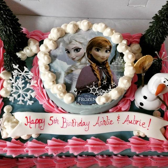 #sweetchef #vanillacake #strawberrycake #vanillabuttercream  #disney #frozen #letitgo #olaf