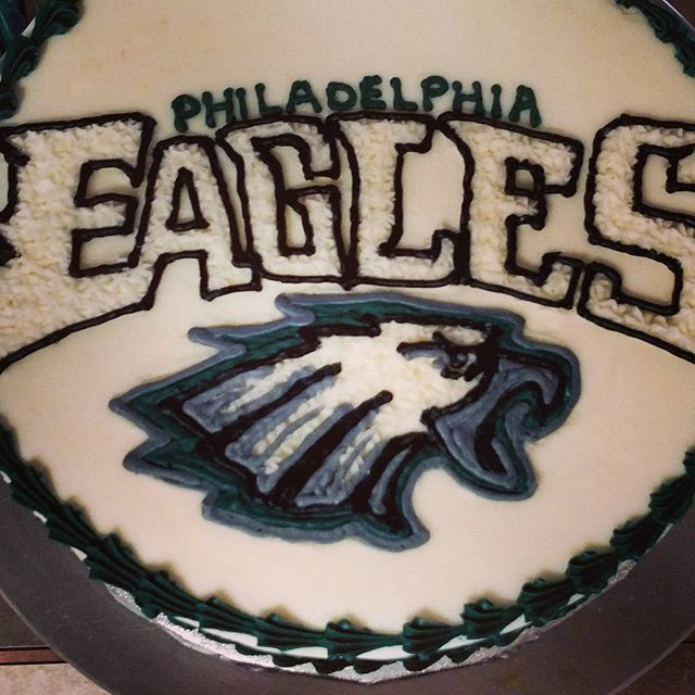 #sweetchefpastry #birthday #vanillacake #vanillabuttercream #freehand #eagles #philadelphia #nfl #fo