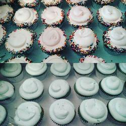#sweetchef #sweetchefpastries #boyorgirl #heorshe #babypink #babyblue  #cupcakes #sprinkles #bluebat