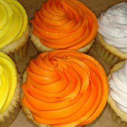 #sweetchefpastries #cupcakes #vanillacupcake #vanillabuttercream #orange #grey #yellow #thebouncehou