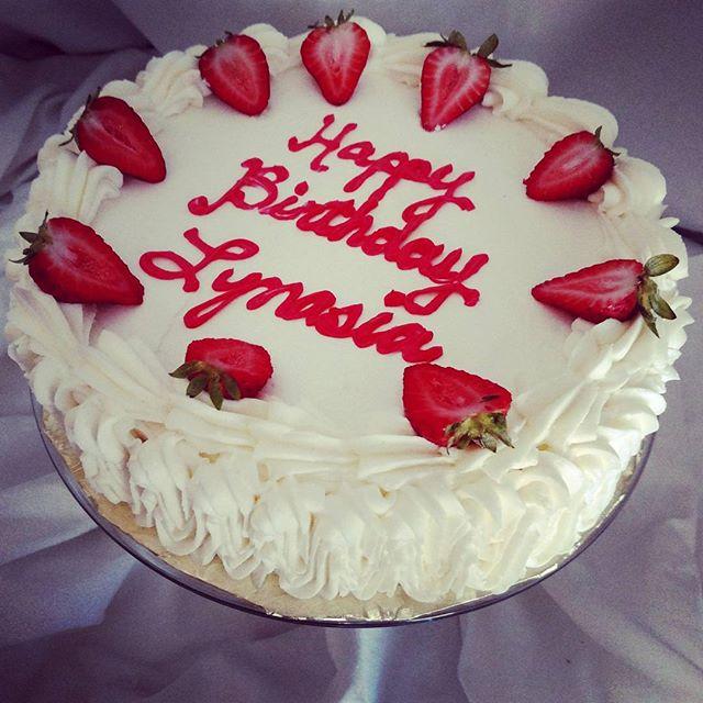 #sweetchef #sweetchefpastry #redberryciroc#infused #vanillacake #vanillabuttercream #infusedstrawber