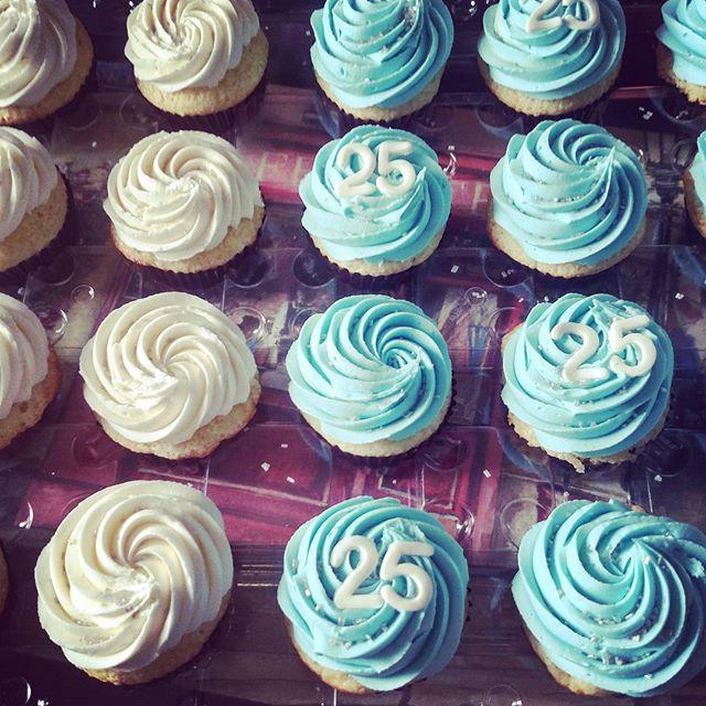 #sweetchef #sweetchefpastry #birthday #25 #vanillacupcakes #vanillabuttercream