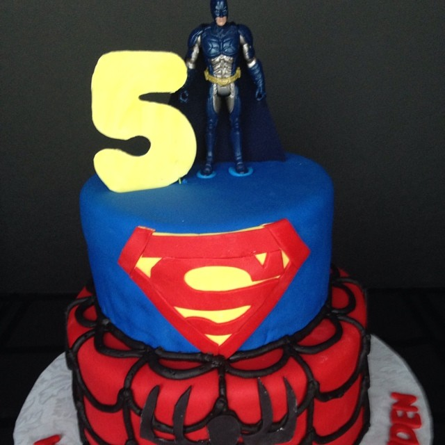 Instagram - #sweetchef #customcakes #vanilla #vanillabuttercream #5 #birthday #superman #spiderman #