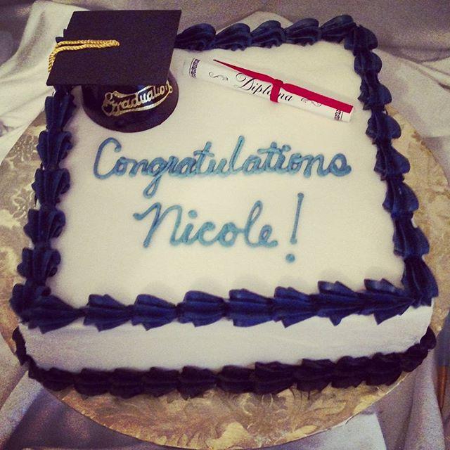 #sweetchef #sweetchefpastry #graduationseason #classof2016 #lemoncake #vanillabuttercream #black #na