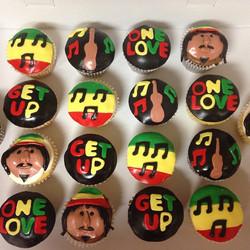 #yellowcake #chocolatecake #vanillabuttercream #chocolatebuttercream #fondant #cupcakes #bobmarley #