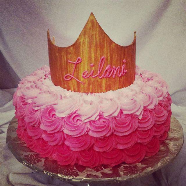 #sweetchefpastry #sweetchef #birthday #pink #rosettes #ombre #crown #pinklemonadecake #lemonbuttercr