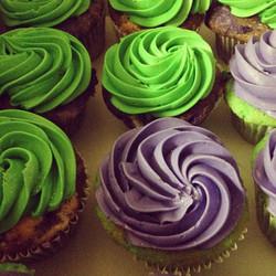 #sweetchef #cupcakes #vanilla #vanillabuttercream #purple #green #glitter