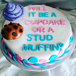#sweetchef #sweetchefpastries #genderreveal #cupcakeorstudmuffin #vanillacake #swissbuttercream #fon