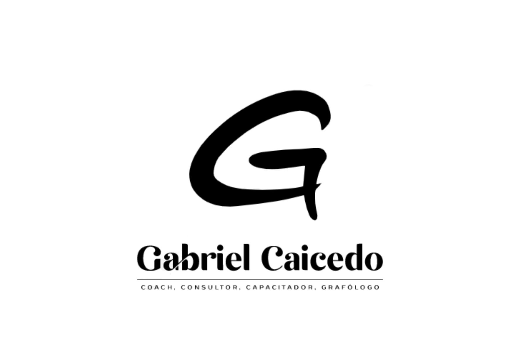 LOGO GABRIEL CAICEDO EN BLANCO