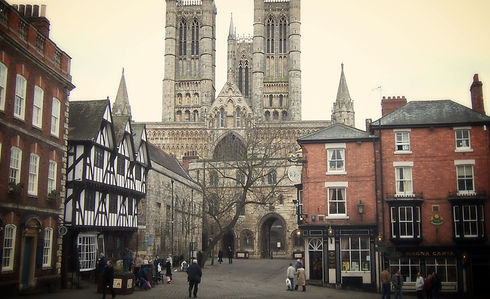 Lincoln_Cathedral_from_Castle_Hill_edited.jpg