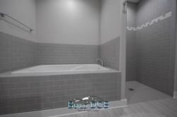 master large whirlpool bathroom tub