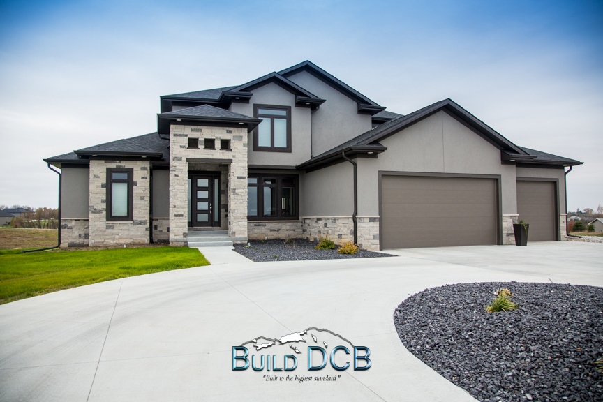 Custom home large driveway lincoln