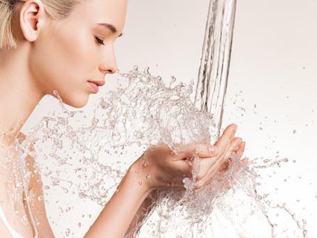 Cura la tua pelle semplicemente con l'acqua!