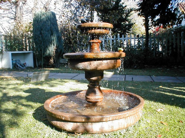 Maestranza fabrica de productos metalicos aircal san for Piletas de agua para jardin