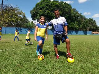 Escolinha de futebol da AABB Cuiabá tem espaço para meninas
