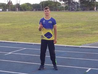 Arthur Monteiro bate recorde brasileiro sub-16 no lançamento do dardo