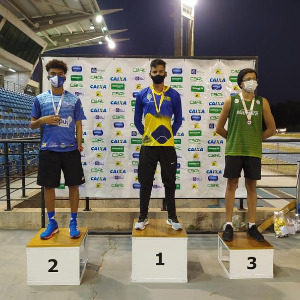 Escola de Atletismo da AABB Cuiabá conquista 11 medalhas no Estadual Caixa de Atletismo Sub20