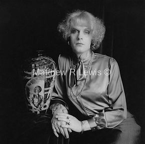 Grayson_Perry_as_Claire_with_pot_©_Matth