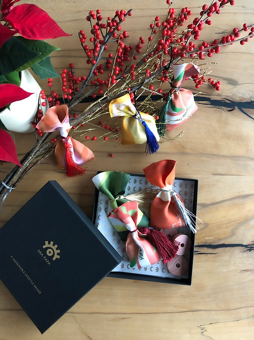 Scented Silk Ornaments Gift Set
