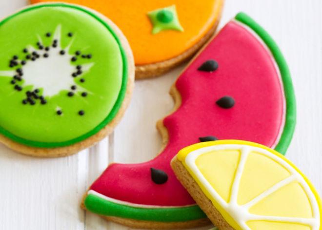 icing cookies .jpg