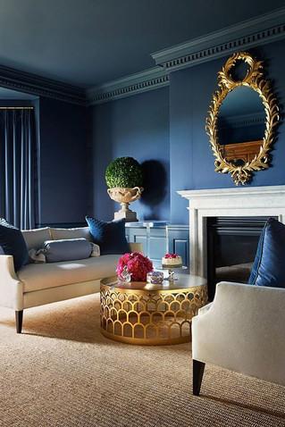 Роскошный и интригующий синий в интерьере