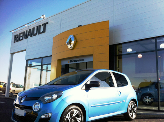 showroom + atelier Renault. 77