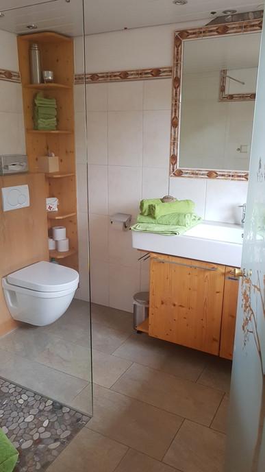 Moderne Badezimmer mit viel Komfort