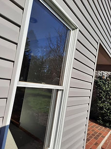 """<img src=""""window washing.png"""" alt=""""window cleaning to remove pollen from window"""">"""