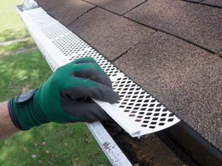 How to Hang Gutters on Delaware House