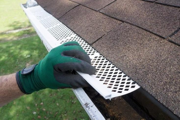 "<img src=""gutterinstallation.gif"" alt=""how to hang gutters on Delaware house"">"