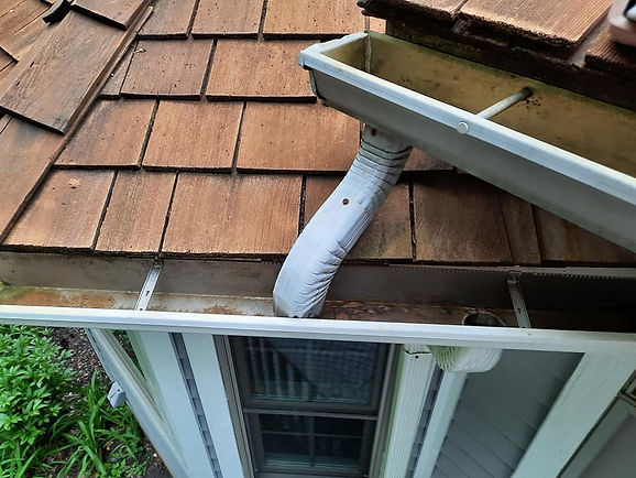 """<img src=""""gutters.png"""" alt=""""before and after gutter cleaning in Newark"""">"""