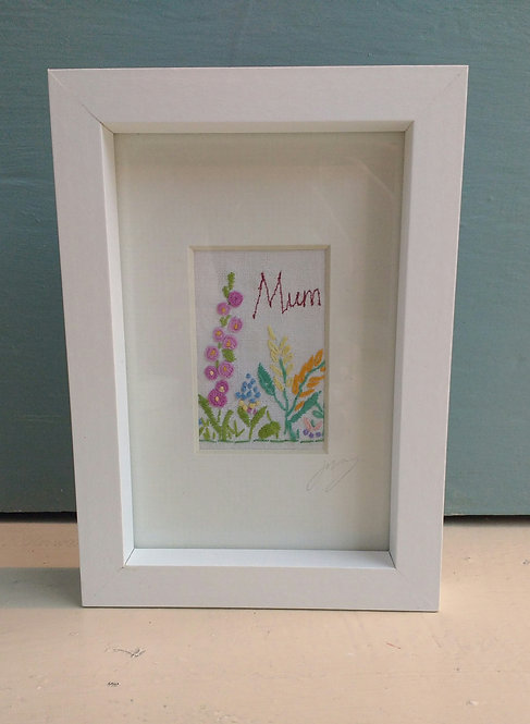 Embroidered 'mum' frame