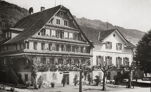 Historisches Gebäude Rössli mit Anbau im Jahr 1930