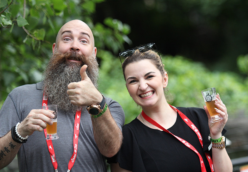 A couple enjoys Brew at the Zoo