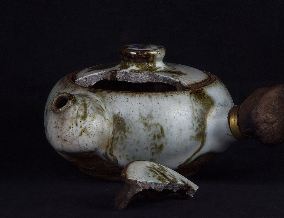 кинцуги, kintsugi, керамика, чайник, ремонт, посуда, лак уруси, мастерская, россия, золото, черный лак уруси