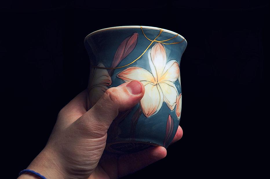 кинцуги, kintsgi, ремонт посуды, кружка, лилии, золото