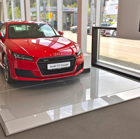 Audi Plattform rot.JPG