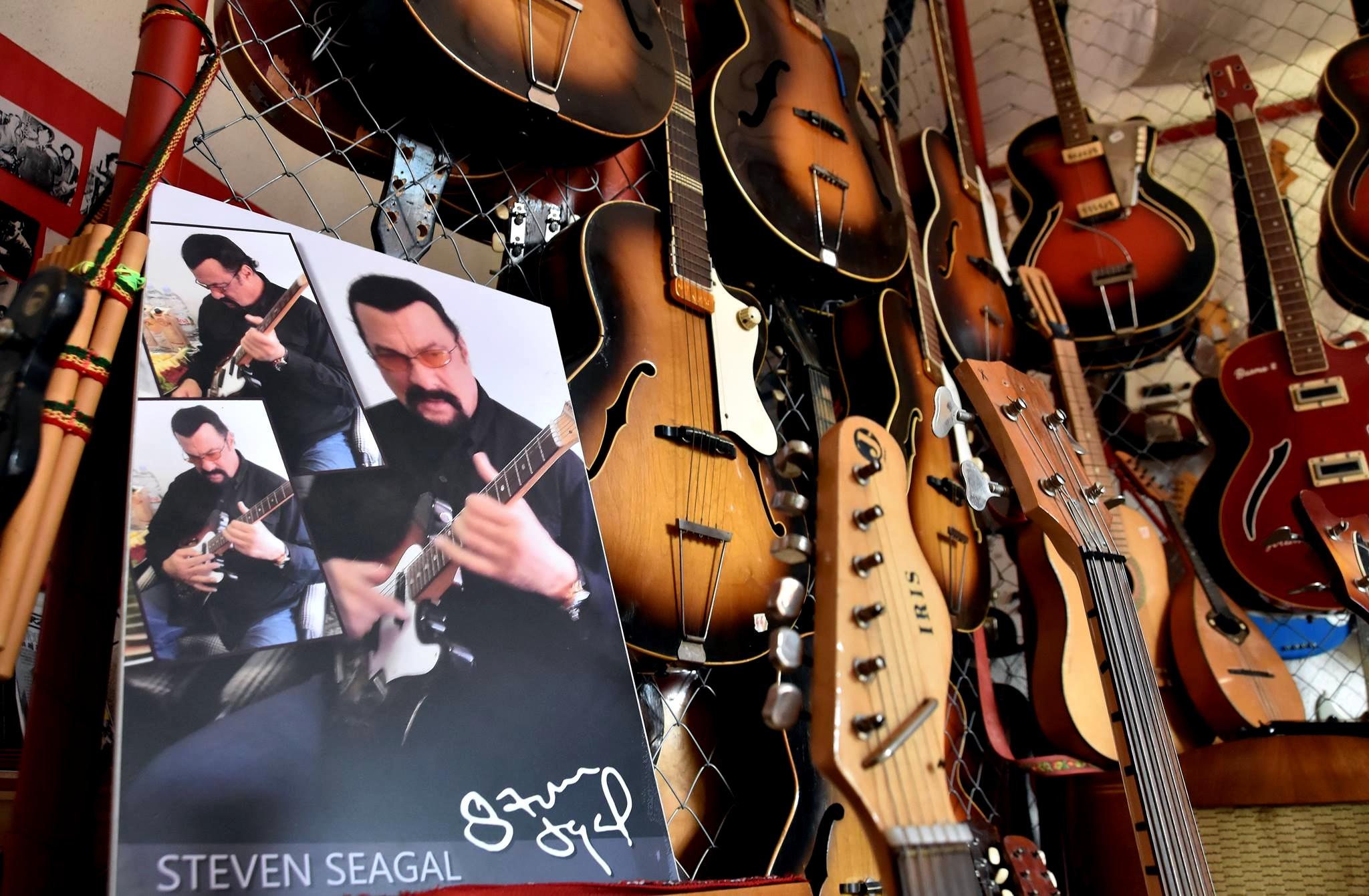 Gitarove Muzeum - interier 04