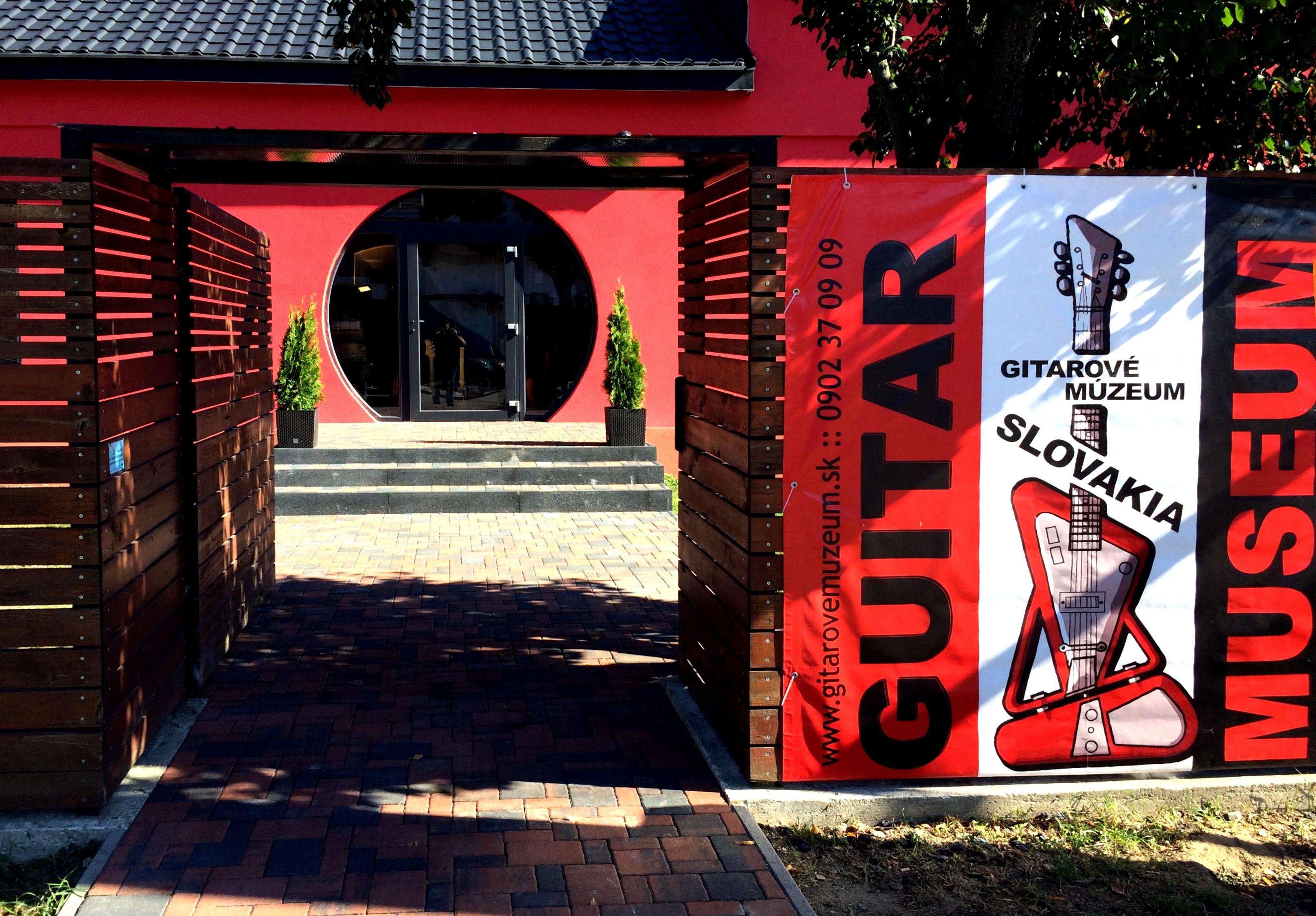 Gitarove Muzeum - exterier 02