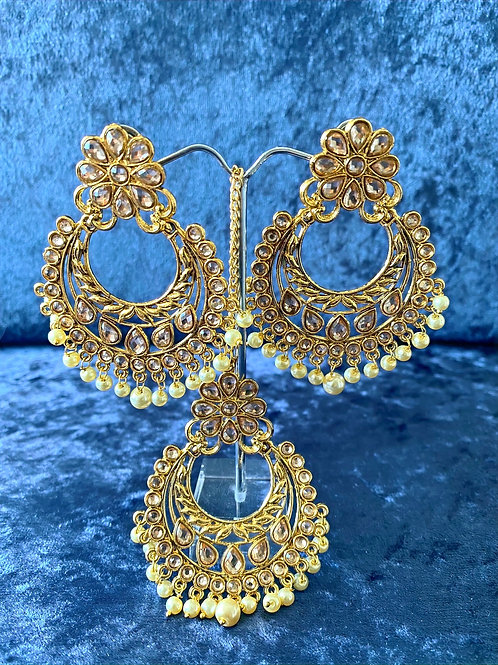 Kundan Antique Gold Earring and Tikka Set with Pearls