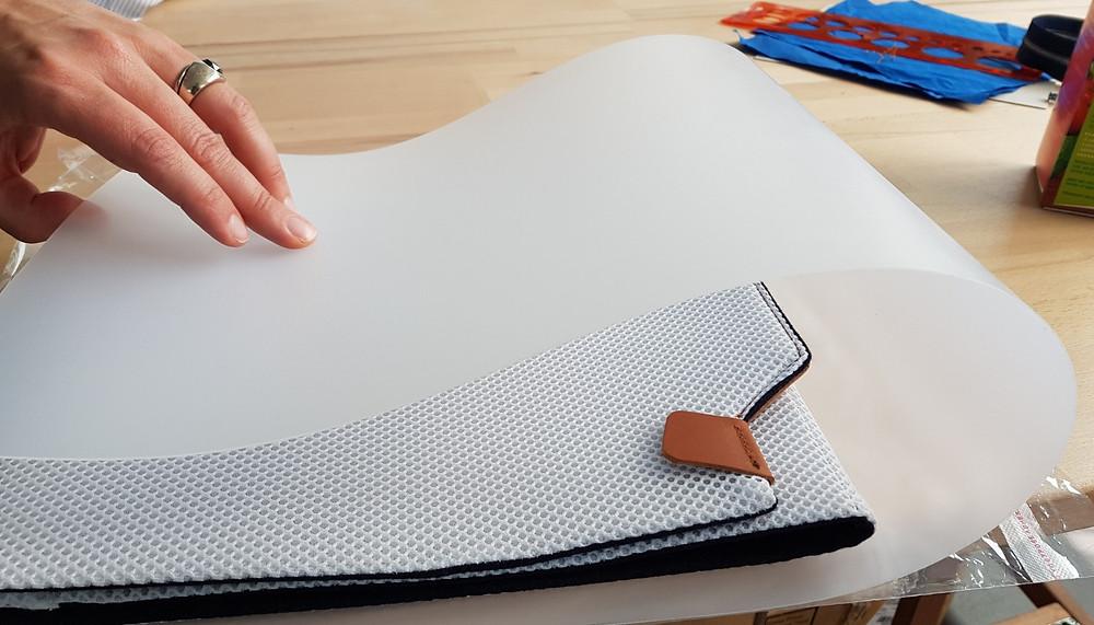 Nomadchik - Unqui Designer en plein travail sur la Boîte à chemise