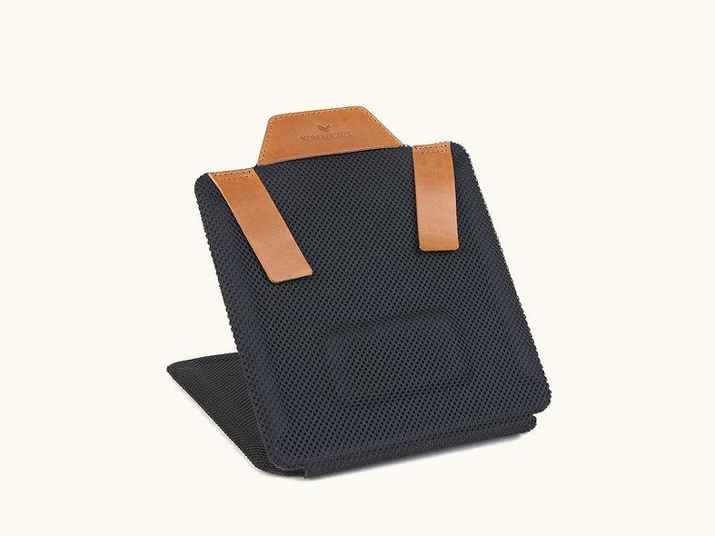 Le Roule-Chemise Whisky Nomadchik pour plier sa chemise et éviter les plis en transport valise ou sac à dos ou sac de voyage