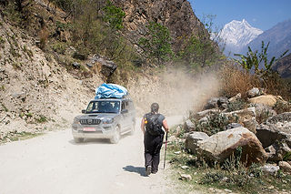 Hitting the road at Beni – Jomsom Road, approaching Tatopani, Annapurna-Dhaulagiri Community Trail, Nepal