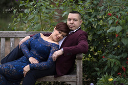 couples-photoshoot-outside-bench
