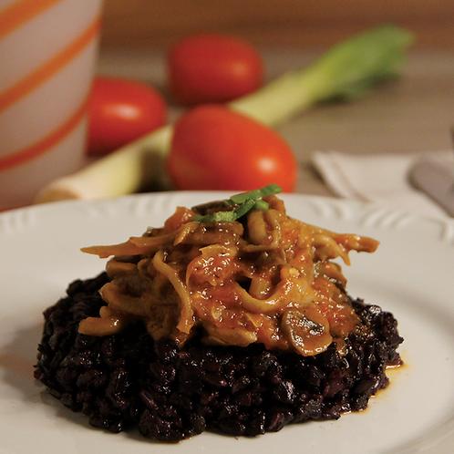 Risoto de Arroz Negro com Ragu de cogumelos